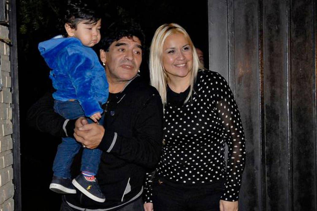 Maradona meminta pacar mantan pacarnya untuk mengasuh anak bungsunya