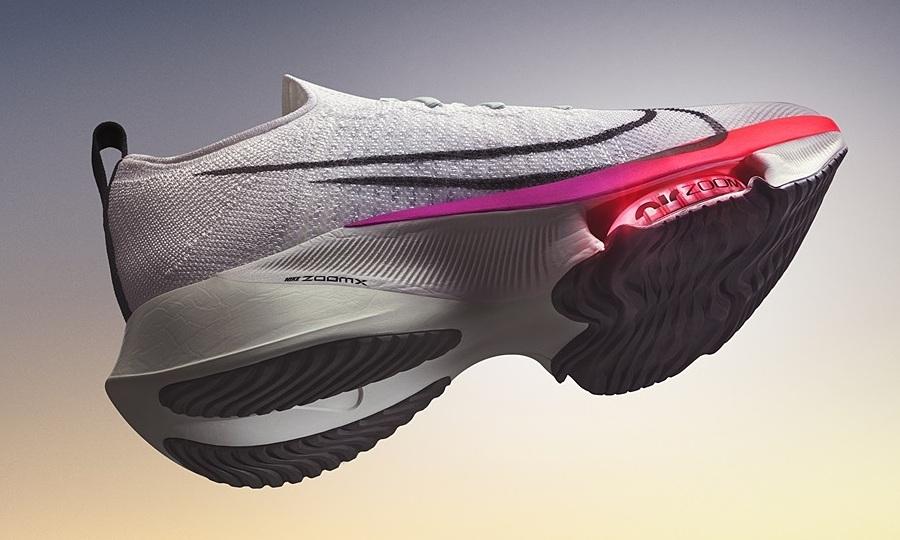 Sepatu Nike memberi energi pada kaki lari