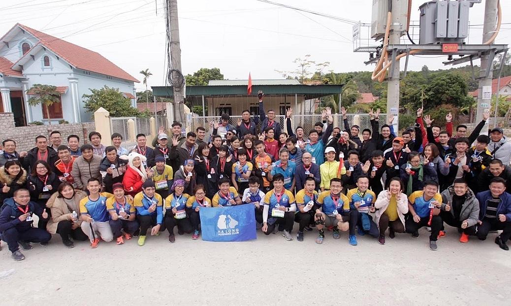 Grup lari terbesar Ha Long menunggu pembukaan w88alternatif Marathon