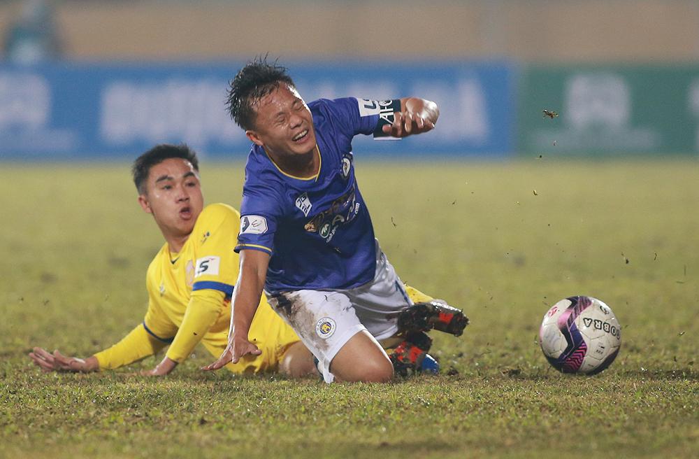 Pelatih Hanoi menuduh Nam Dinh sengaja membuat lapangan menjadi buruk