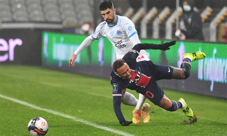 Bek Marseille: 'Orang tua saya mengajari saya untuk menendang seseorang seperti Neymar'