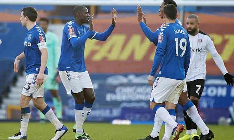 Everton berjuang melalui babak ketiga Piala FA