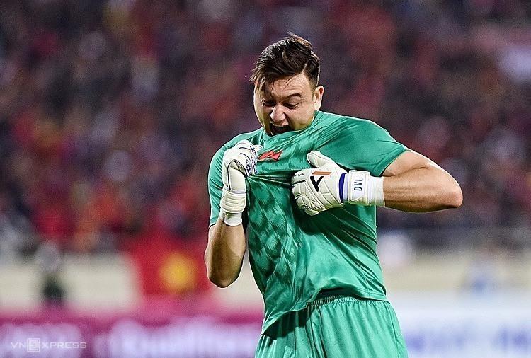 Klub Portugal itu berlomba-lomba untuk memenangkan Van Lam