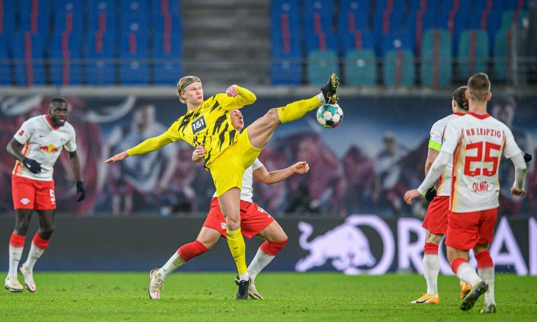 Dortmund mempertahankan puncak klasemen untuk Bayern