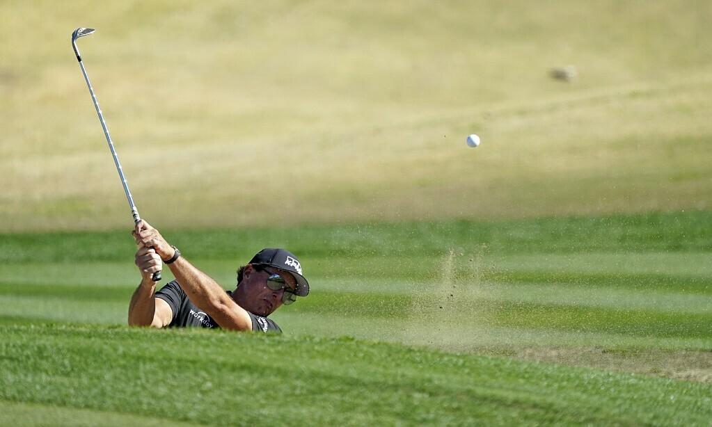 Mickelson menambahkan tonggak sejarah di PGA Tour