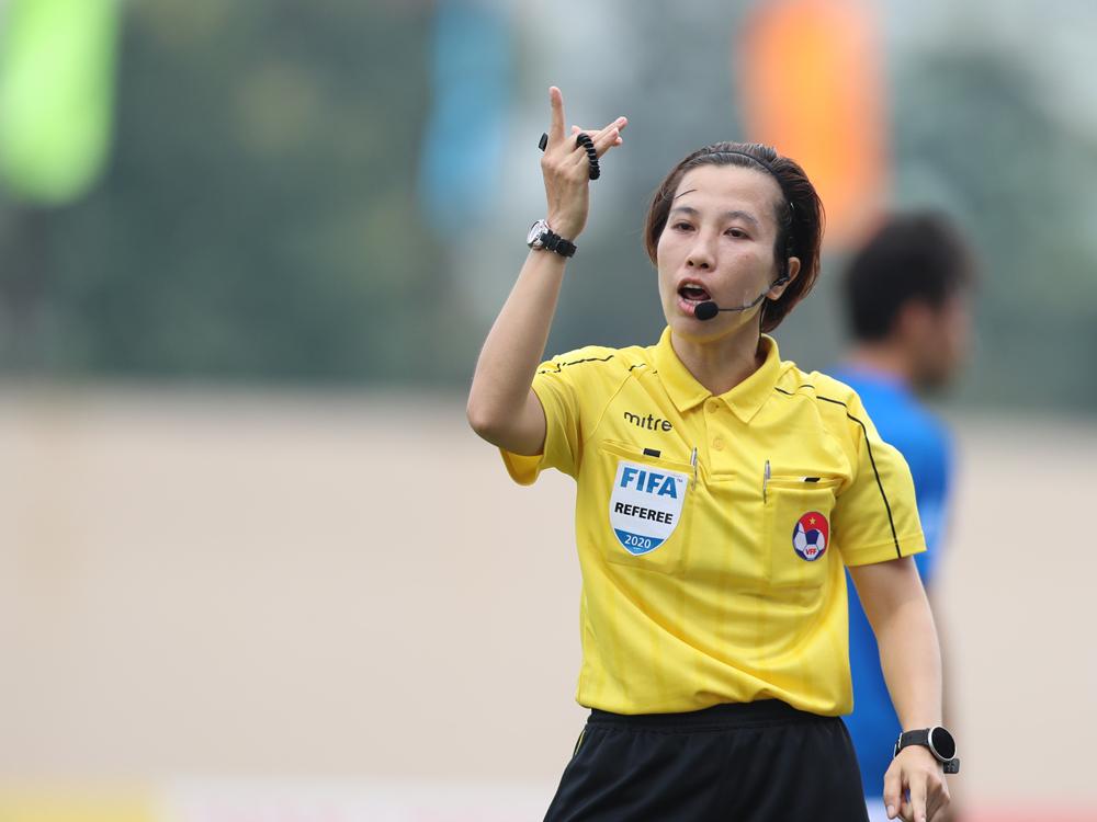 Wasit Bui Thu Trang: 'Menahan peluit di Piala Dunia adalah mimpi'