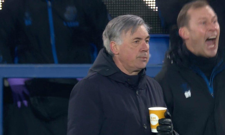 Ancelotti dengan tenang meminum kopi saat dia mengalahkan Mourinho