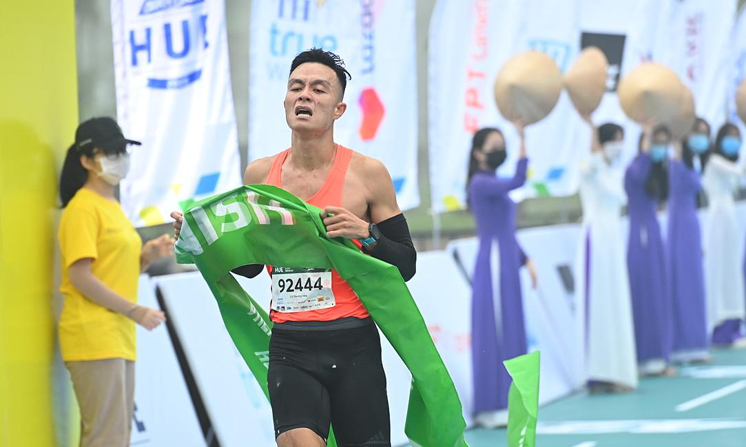 Pilihan sulit juara maraton Le Quang Hoa