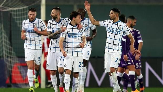 Inter memuncaki Serie A.
