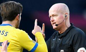 Wasit membunyikan peluit dua kali di Liga Inggris