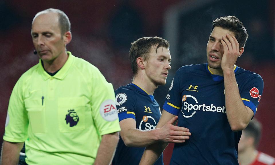 Southampton menuntut untuk 'membuka kedok' wasit yang kalah 0-9 dari Man Utd