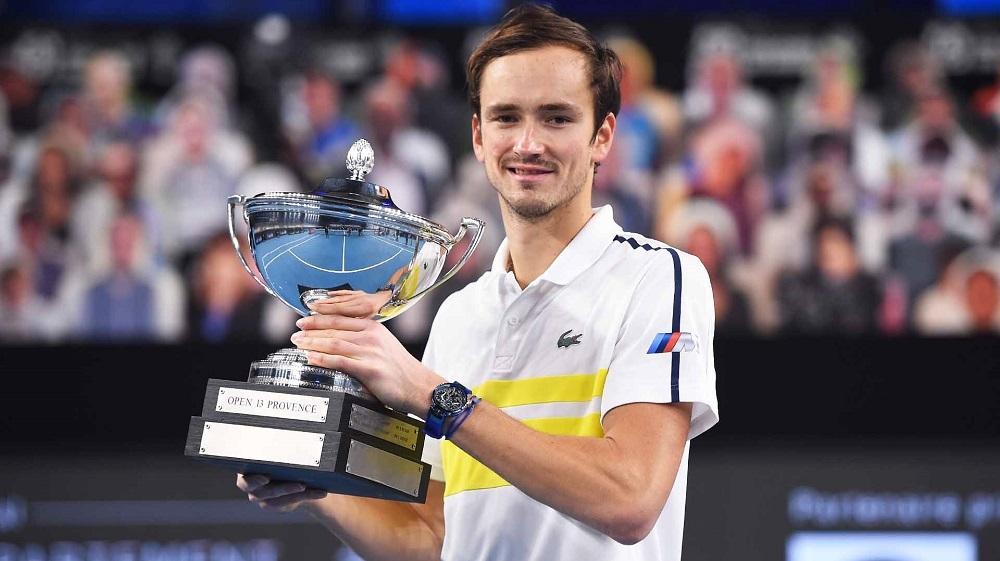 Medvedev memenangkan gelar ke-10 hari itu untuk mengungguli Nadal