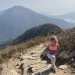 Gadis berusia 5 tahun itu berhasil menaklukkan 70 km jalan pegunungan