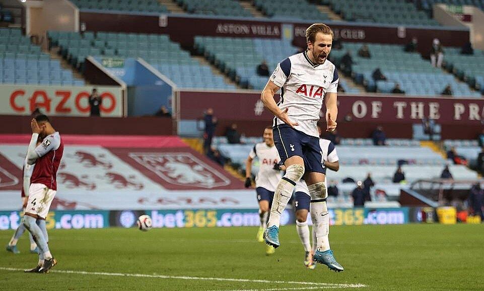Kane ke puncak daftar pencetak gol terbanyak