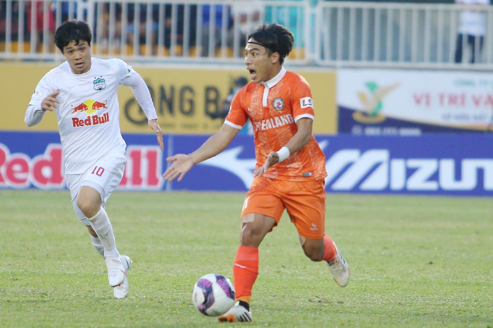 Pemain Binh Dinh menangkap 'mata hijau' dari Mr. Park