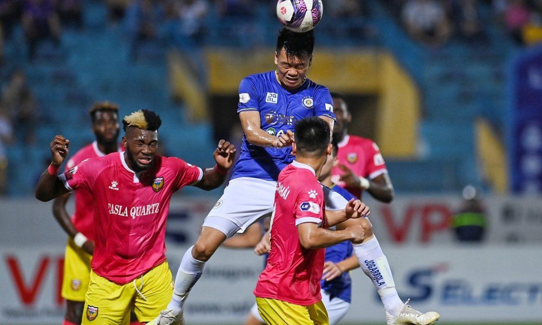 Ha Noi 0-1 Ha Tinh (babak kedua): Duy Manh membentur mistar dengan kepalanya