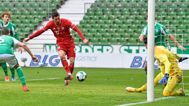 Lewandowski mencetak gol terbanyak kedua dalam sejarah Bundesliga