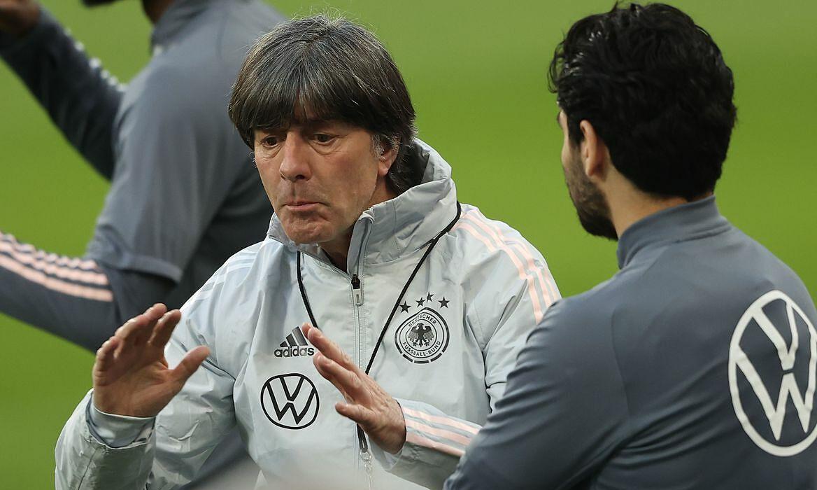Xavi merekomendasikan Joachim Low sebagai pelatih Barca