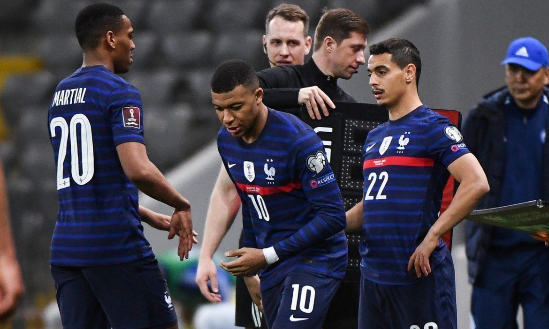 Mbappe bingung karena Martial menolak berjabat tangan