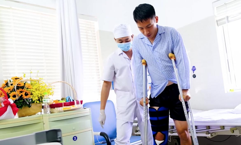 Hung Dung mulai berlatih berjalan setelah operasi lantai satu