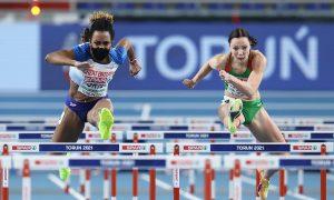 Apoteker wanita bertopeng meraih medali perunggu