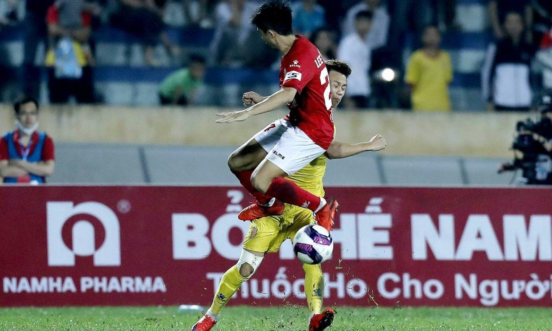 Lee Nguyen menerima kartu merah untuk ketiga kalinya di V-League