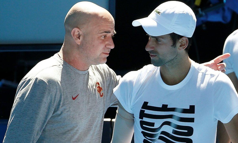 Agassi memberi isyarat bahwa Djokovic tidak patuh