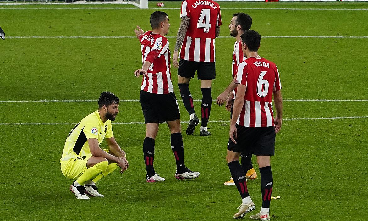 Atletico memberikan kesempatan ke puncak klasemen untuk Barca