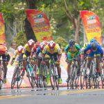 Nguyen Truong Tai mendekati Kaos Kuning di turnamen sepeda melalui Vietnam