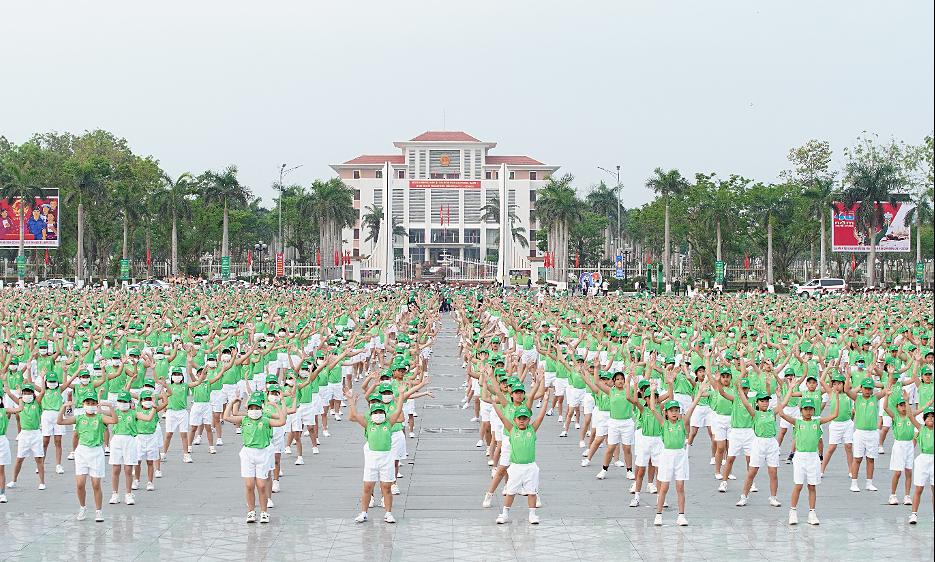 Ribuan siswa di Kota Ho Chi Minh, Quang Ngai mengikuti ujian Vovinam dan berlari