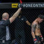 Petarung MMA mendapat kartu merah karena menendang lehernya