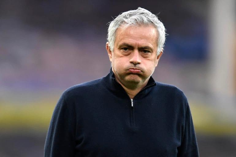 Rooney: 'Tottenham gila karena memecat Mourinho sebelum final'