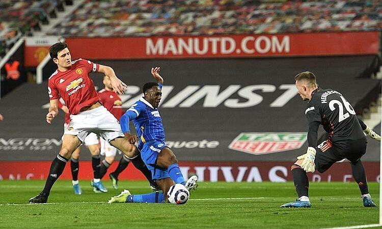 Mengapa Man Utd mengganti sampul tribun?