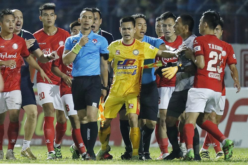 Pemain Ho Chi Minh City dituding melakukan penyerangan terhadap wasit
