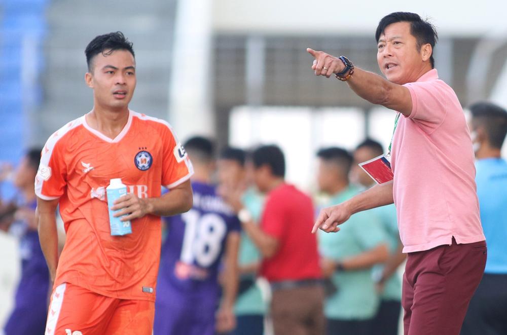 Pelatih Le Huynh Duc menyiratkan bahwa pemain Da Nang itu tidak mendengarkan