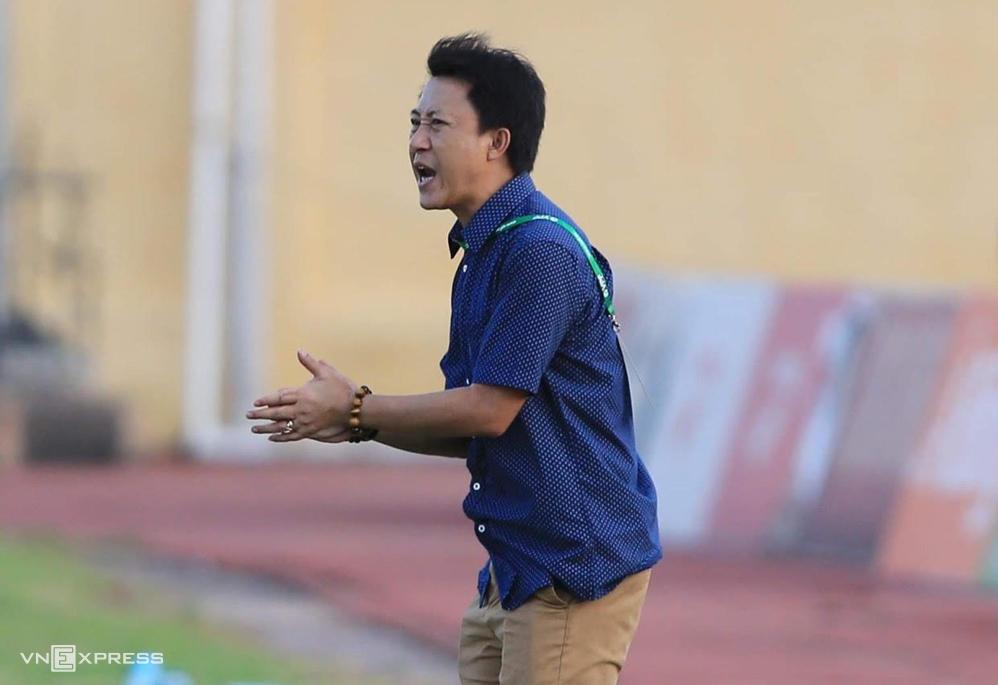 Pelatih Nguyen Thanh Cong memulai debutnya di Ha Tinh
