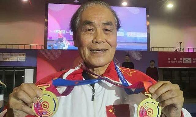 Memecahkan rekor Asia 5 km dalam kelompok usia 80 tahun