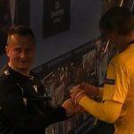 Messi menandatangani wasit sebagai Haaland