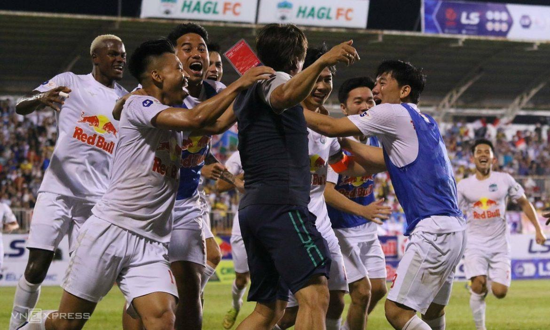 Cong Phuong membantu HAGL menang 4-3