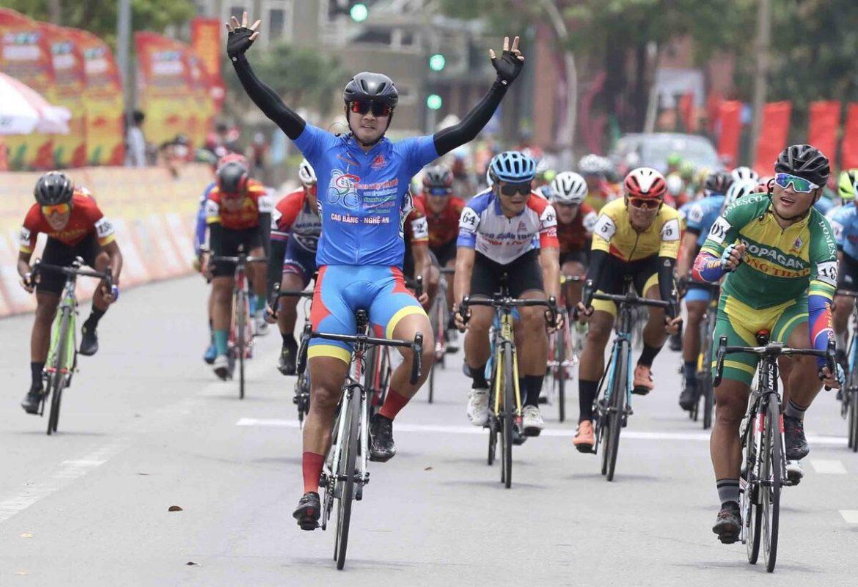 Tan Hoai memenangkan leg terpanjang turnamen sepeda Vietnam