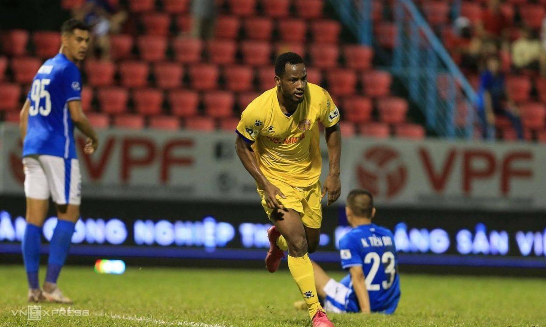 Nam Dinh berada di urutan ketiga di V-League