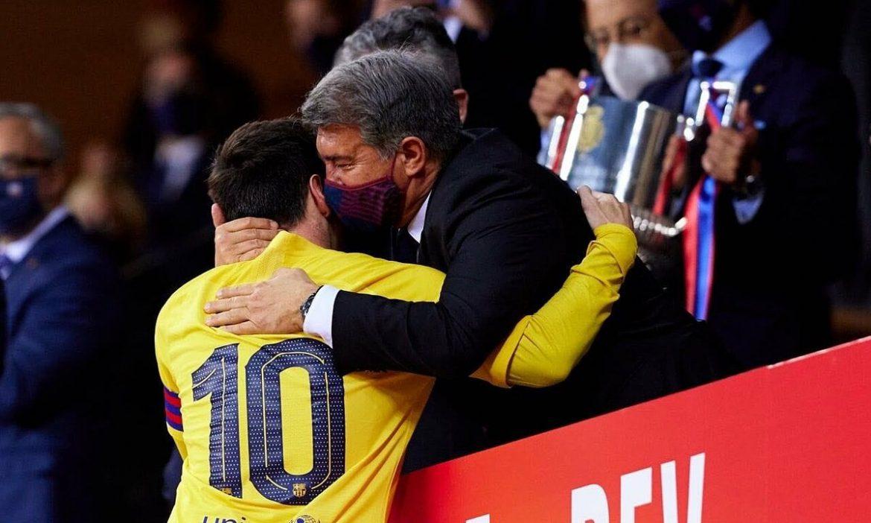 Messi menerima untuk mengurangi setengah gajinya untuk bertahan di Barca