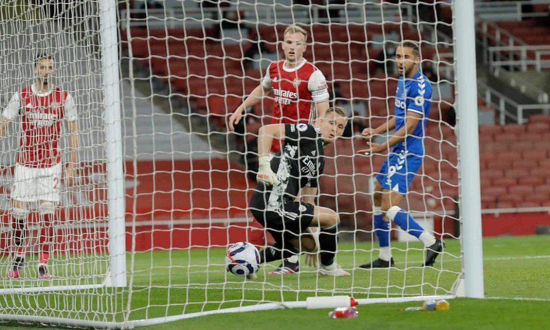 Kiper Arsenal memberikan kemenangan kepada Everton