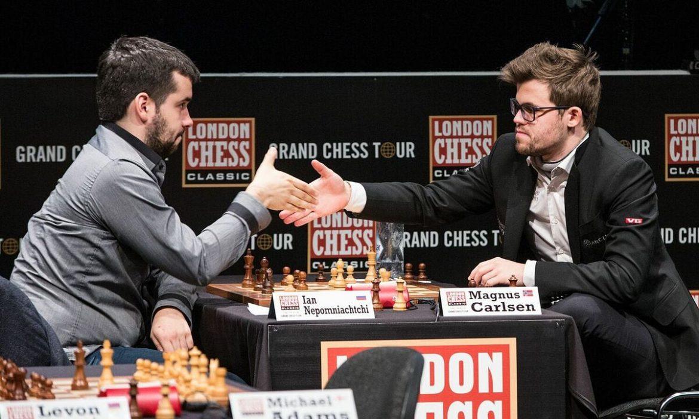 Teman dekat bersaing memperebutkan tahta catur