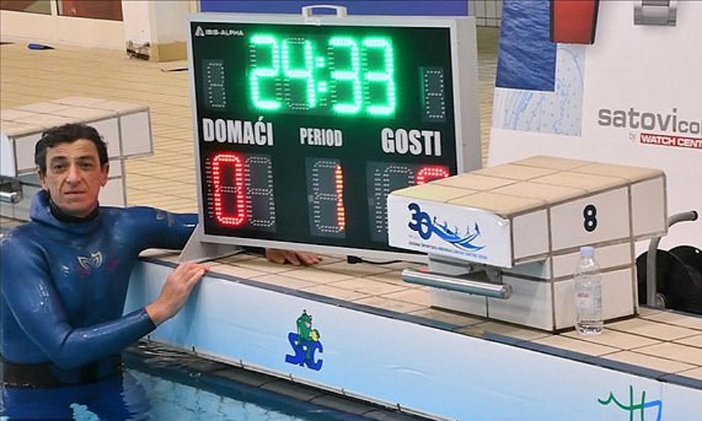 Penyelam mencetak rekor menahan napas selama lebih dari 24 menit