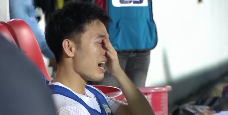 Xuan Truong menangis setelah kemenangan di Hanoi