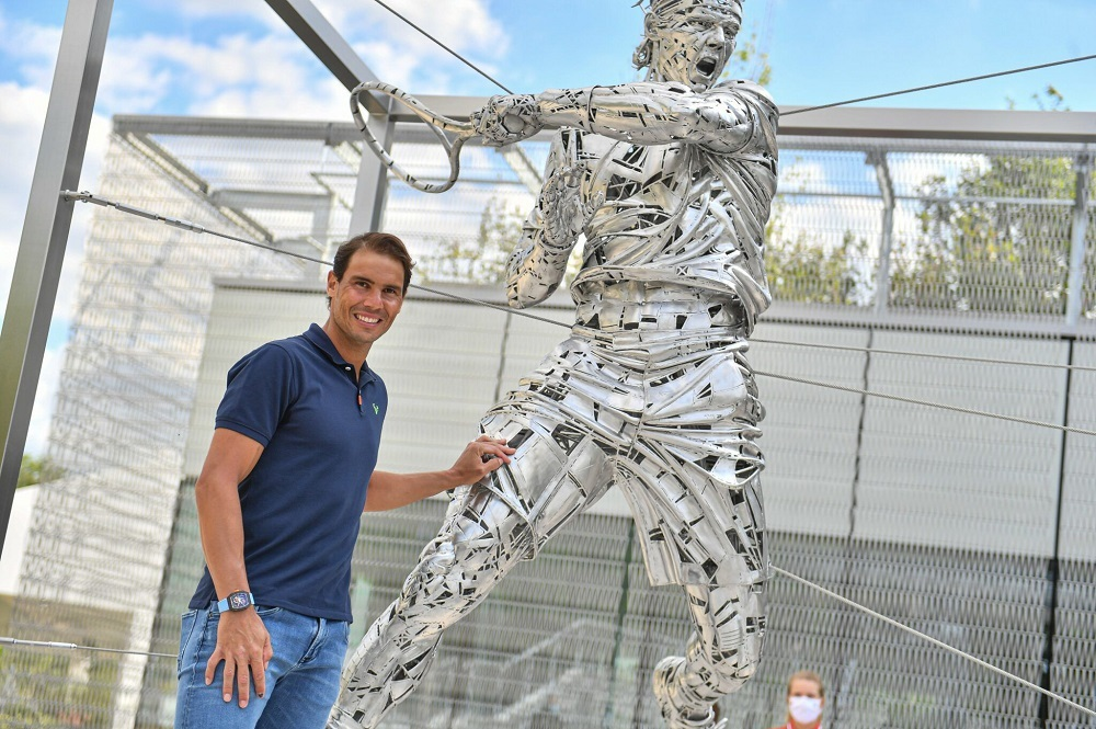 Roland Garros membuat patung Nadal