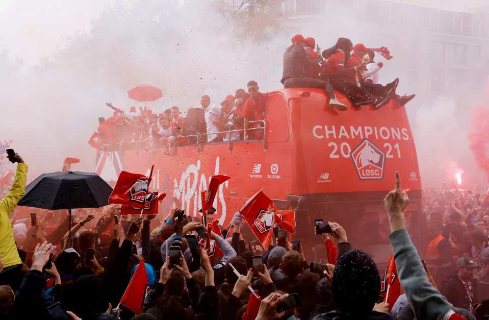 Juara Ligue 1 baru berparade untuk merayakan trofi