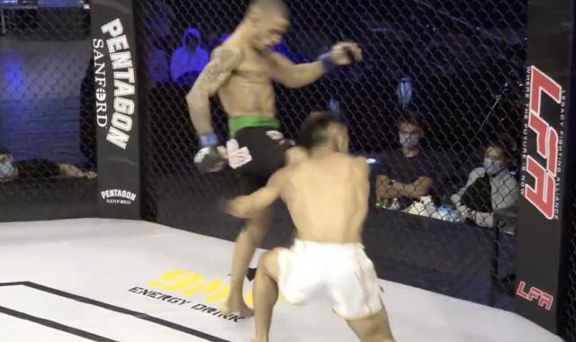 Petarung MMA menang KO dengan tendangan lutut
