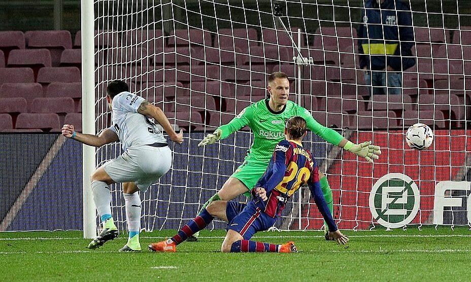 Kiper Barca jatuh sebelum hari ia bertemu Atletico